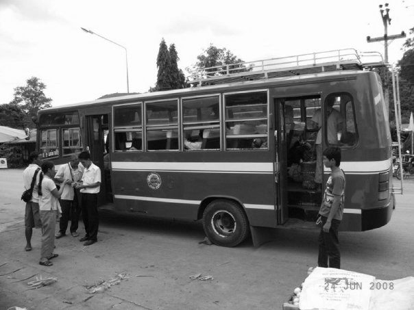 the_red_bus_to_pai_bw